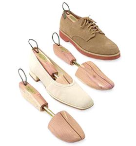 Forma de sapato de cedro. Fonte: containerstore.com